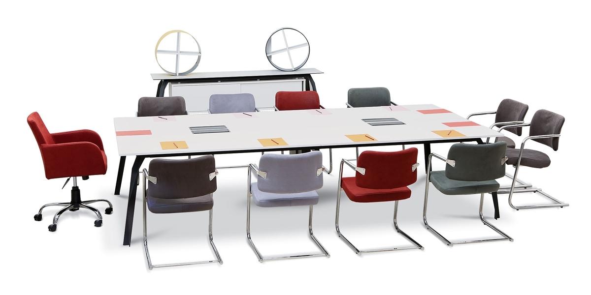 طاولة الاجتماع